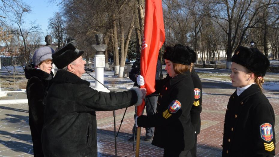 Павловские школьники получили копию Знамени Победы