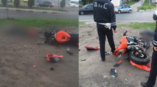 В Воронеже на улице Хользунова опрокинулся мотоцикл: водитель погиб
