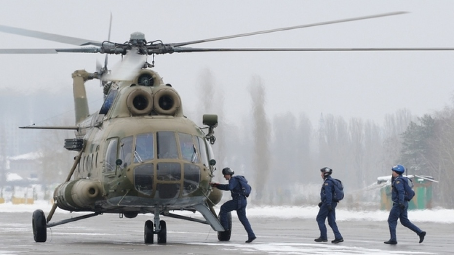 На учениях в Воронеже военные летчики катапультировались, пускали солнечных зайчиков и ели карамель
