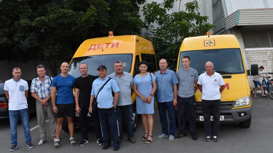 Калачеевская детская спортшкола получила 2 новых автомобиля