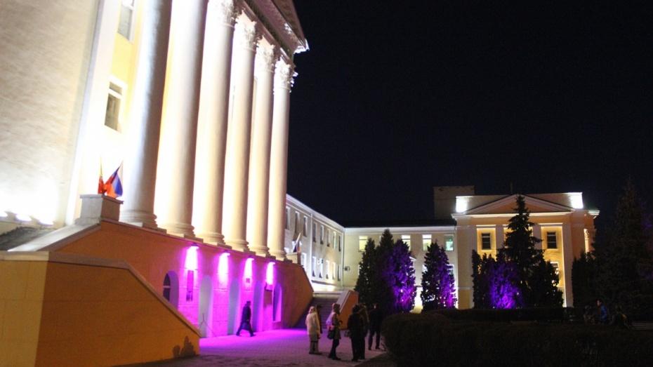У здания Воронежского ГАСУ появилась подсветка