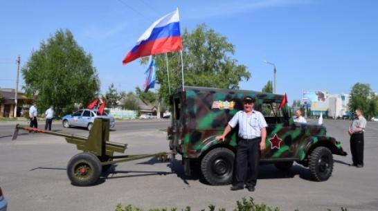 Житель Верхней Хавы сделал макет пушки П-72 в честь Дня Победы