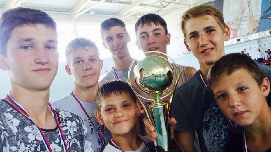 Хохольские футболисты одержали победу в товарищеской встрече с нижнедевицкими