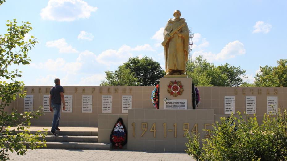 В таловском селе Орловка отремонтировали памятник погибшим землякам-фронтовикам