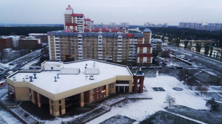 После первого снега на улицы Воронежа вышла спецтехника
