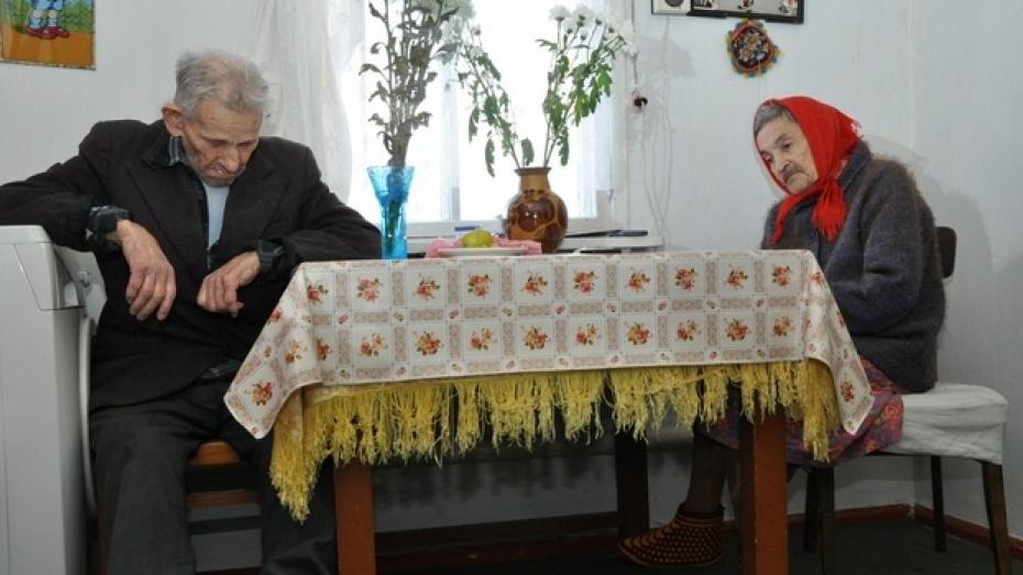 Полиция выяснила приметы подозреваемых в ограблении 100-летнего ветерана войны в Павловске