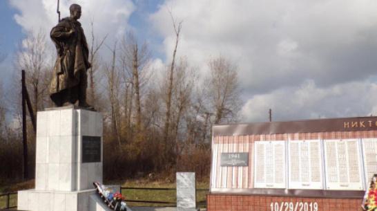 В петропавловском селе Новотроицкое установили новую скульптуру советского солдата
