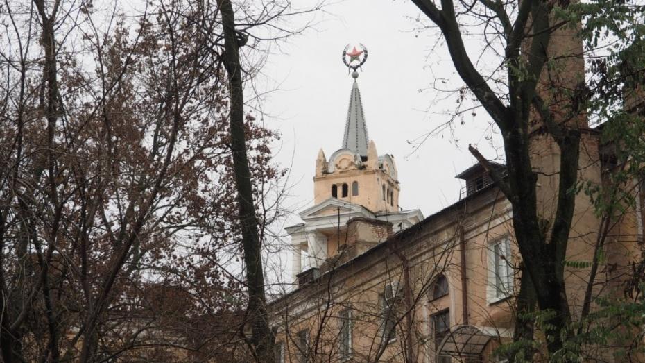 Альпинисты закрасят испорченную вандалами звезду в центре Воронежа