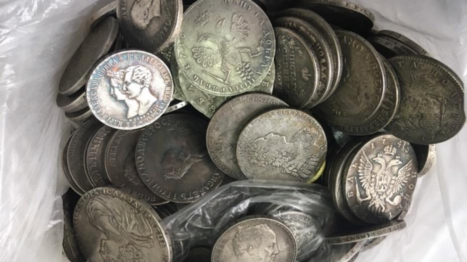 В Воронеже ищут смошенничавшего со старинными монетами продавца