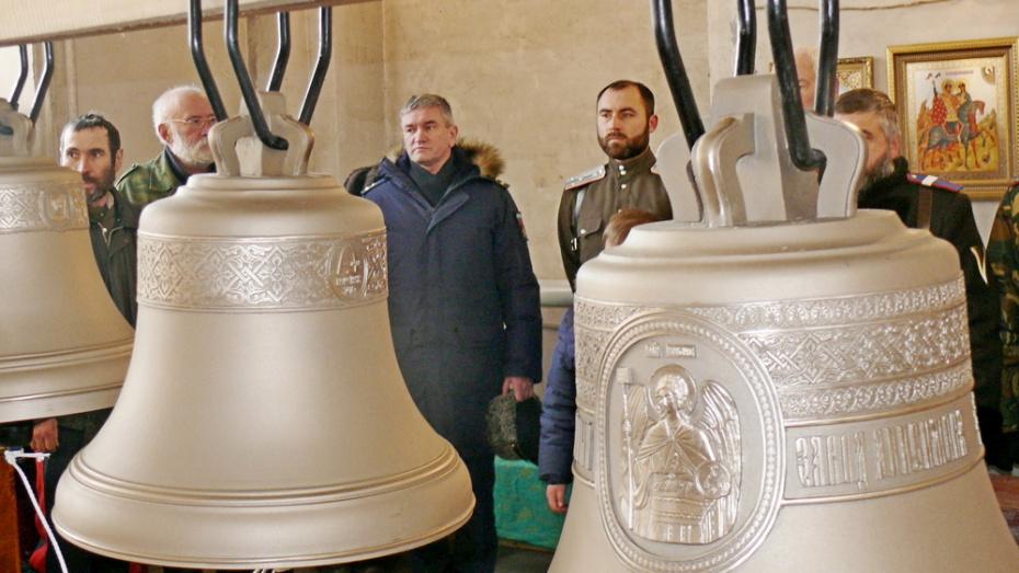 Офицеры воронежской военной академии подарили храму Грибановского района звонницу