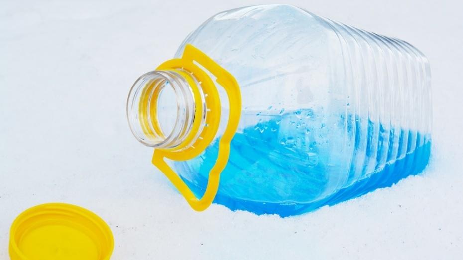 ВОльховатском районе обнаржили неменее 55 лстеклоомывающей жидкости сметанолом