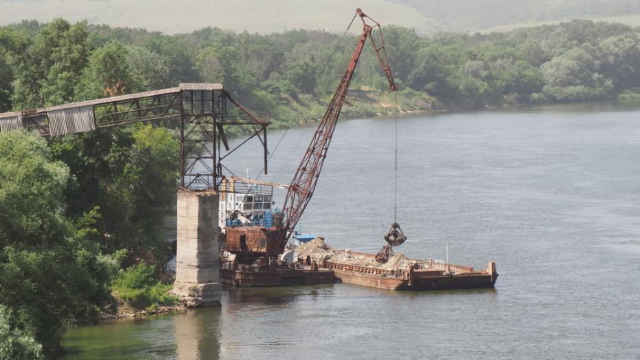 В Павловске продолжили укрепление разрушающегося берега Дона