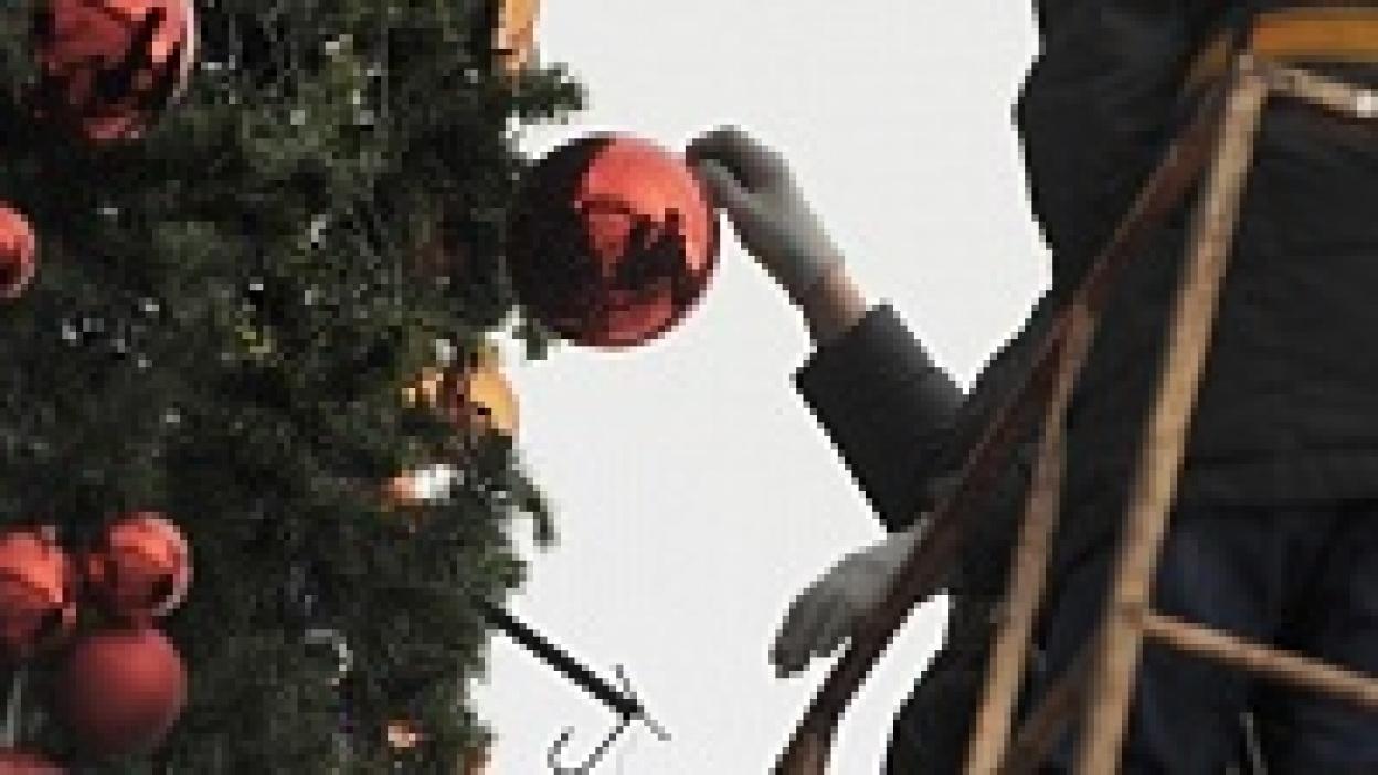 Елка на площади Ленина в Воронеже простоит еще минимум полторы недели