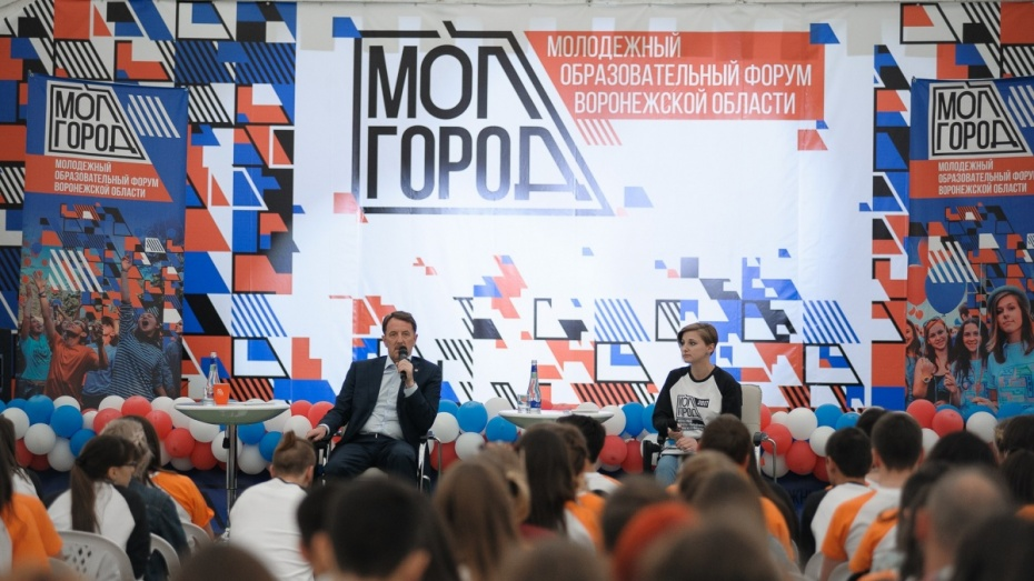 Встреча без галстуков. О чем говорил воронежский губернатор с участниками «Молгорода»