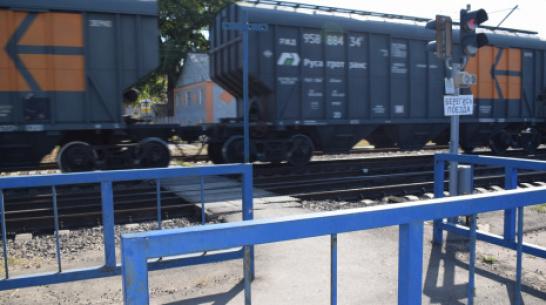 В поселке Подгоренский ночью под грузовой поезд попал 27-летний мужчина