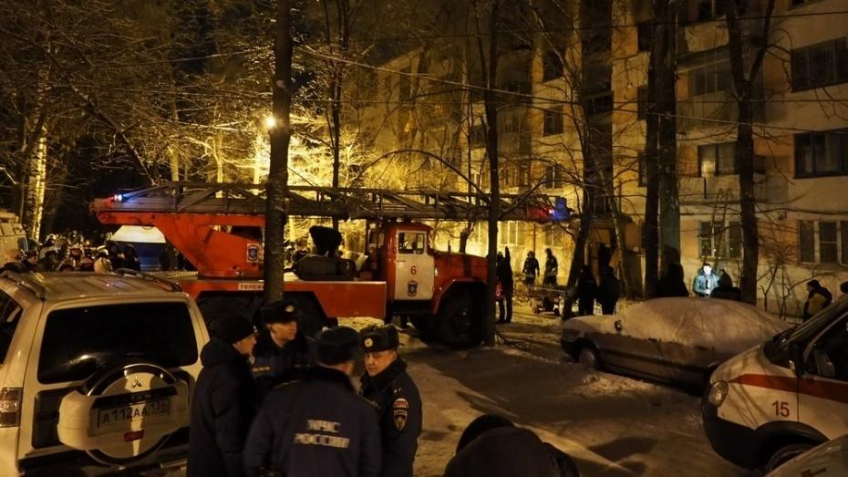 Вцентре Воронежа загорелась квартира: двое в клинике