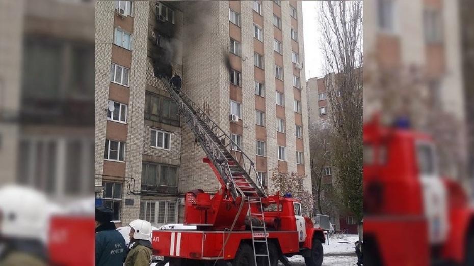ВВоронеже изгорящего общежития эвакуировали 40 человек