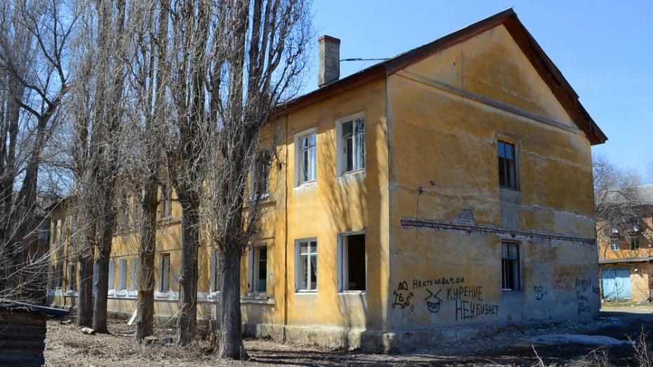 В Семилуках снесут 3 ветхих дома в центре города