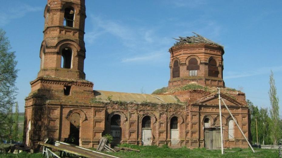 В хохольском селе Еманча 1-я освятили купол и крест старинной церкви