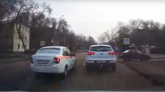 В Воронеже оштрафовали аварийного комиссара, выехавшего на встречку