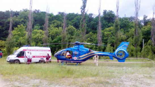 Обгоревшую девочку из Богучарского района перевезли на вертолете в Воронеж