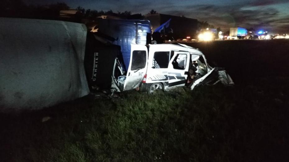 В аварии на воронежской трассе М-4 погибли 4 человека