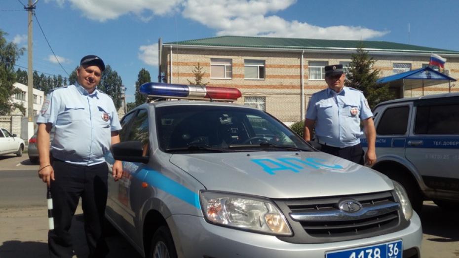 Полицейские дали «прикурить» попавшему в беду жителю Воронежской области