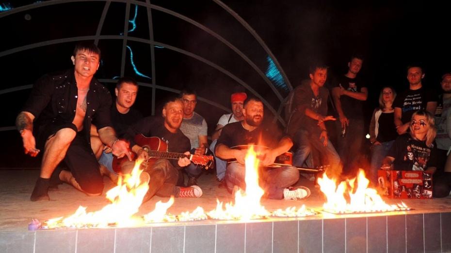 На концерте памяти Михаила Горшенева в Воронеже панки распугали посетителей кафе