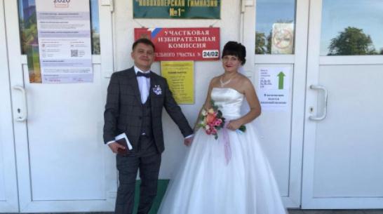 В Новохоперске избирательный участок посетили молодожены