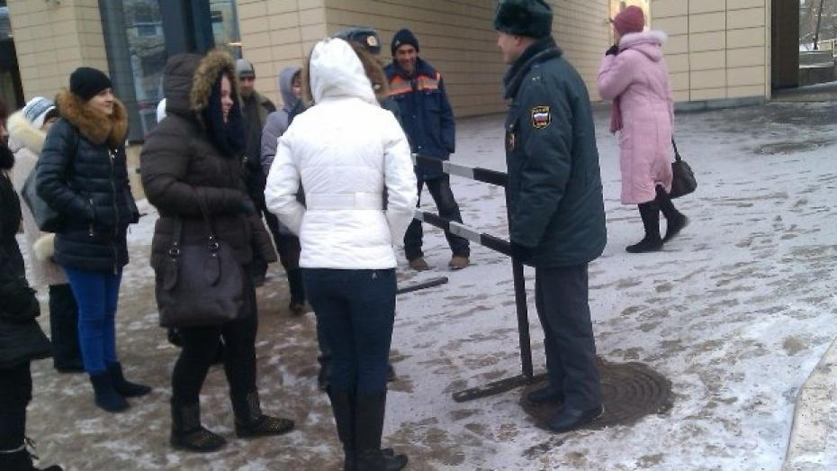 Задержана телефонная террористка, «заминировавшая» Центр Галереи Чижова