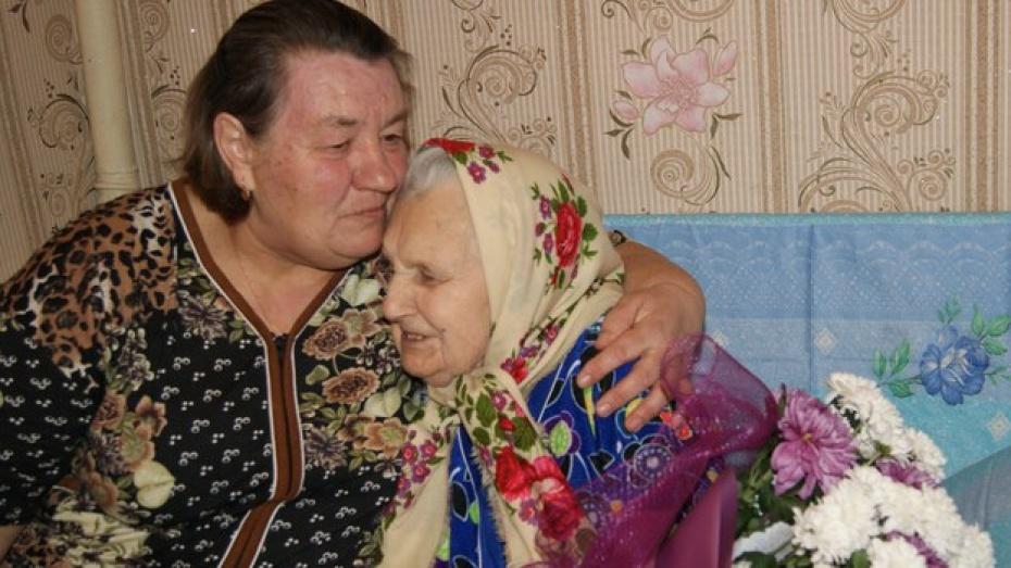 Поворинская пенсионерка заменила соседке родную дочь