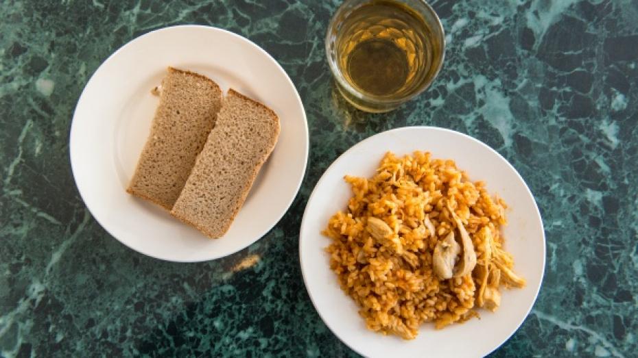 Панинские предприниматели безвозмездно поставляют горячие обеды врачам и соцработникам