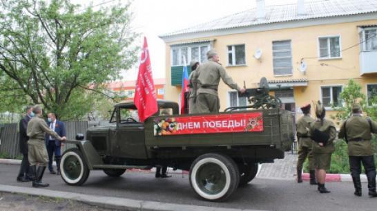 В Хохольском районе ветеранов ВОВ поздравили с праздником на грузовике «полуторке»