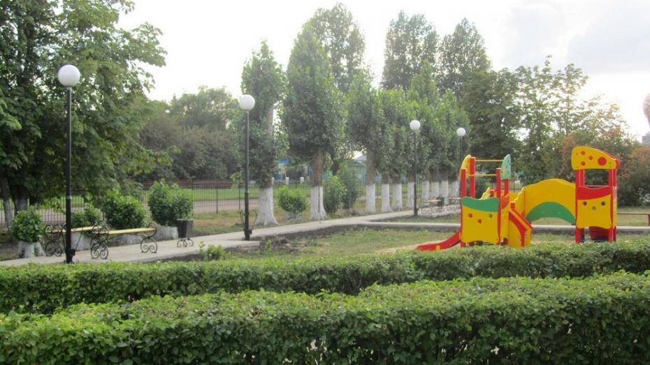 В центре таловского села разбили сквер с детской площадкой