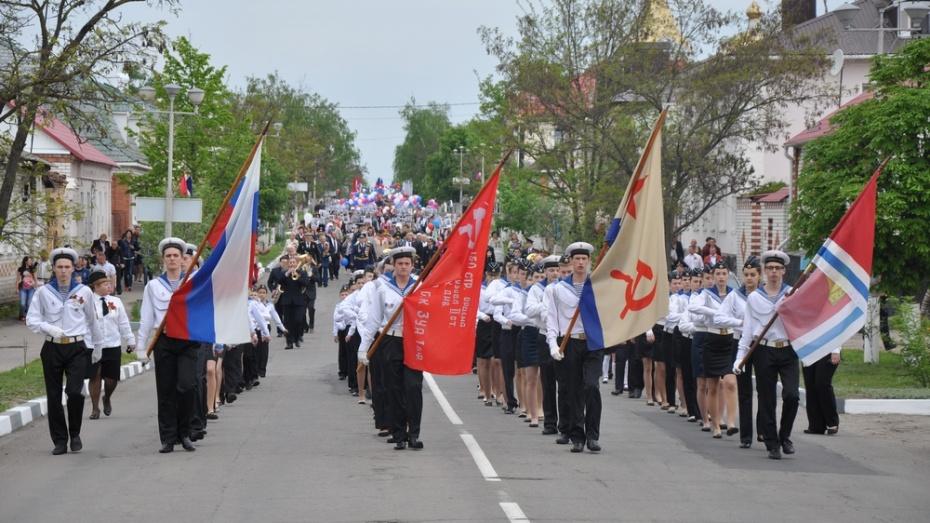 В Павловске на Парад Победы вышли более 10 тыс человек