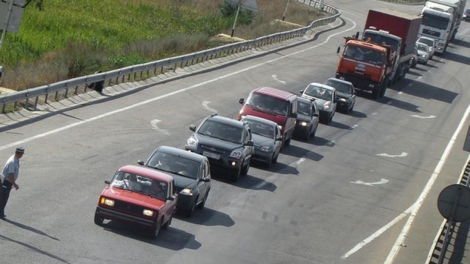 На трассе М-4 «Дон» в Воронежской области образовалась пробка в 14 км
