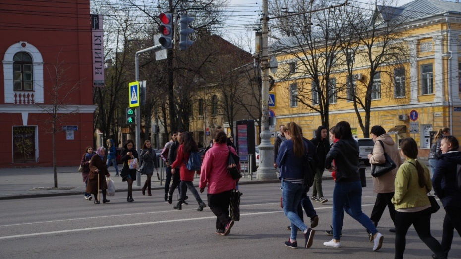 ВВоронеже появился 1-ый пешеходный переход сподсветкой