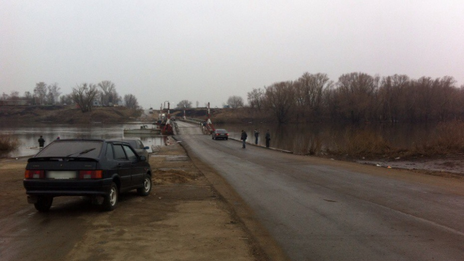 На выезде из Воронежа свели понтонный мост