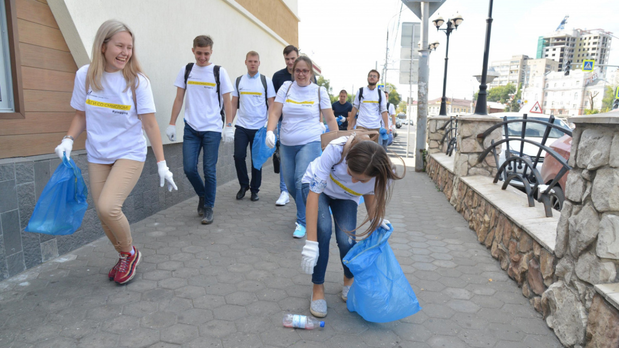 Бег со смыслом. В Воронеже прошли соревнования по сбору мусора на время