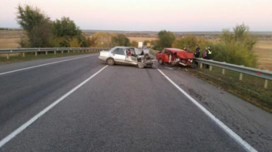 В Воронежской области 2 человека погибли в лобовом столкновении легковушек
