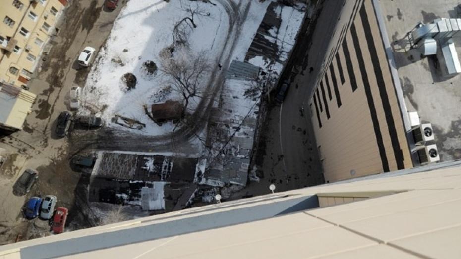 Выпрыгнувшему с 21 этажа офисной башни «Галереи Чижова» в Воронеже было всего 20 лет