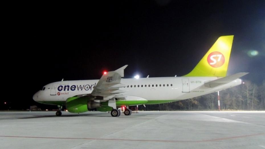 Самолет сел вВоронеже из-за сердечного приступа пассажирки