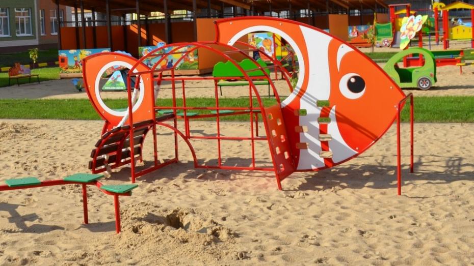 Детские площадки оборудуют по 29 адресам Железнодорожного района Воронежа