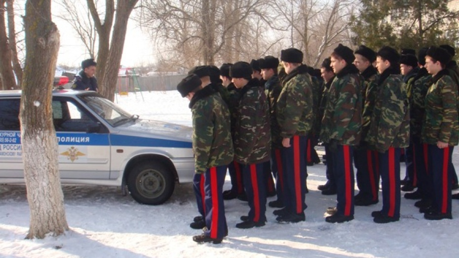 Верхнемамонские полицейские провели урок в кадетском корпусе
