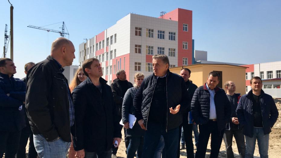 Сенатор Сергей Лукин проинспектировал строительство школы и детсада в Воронеже