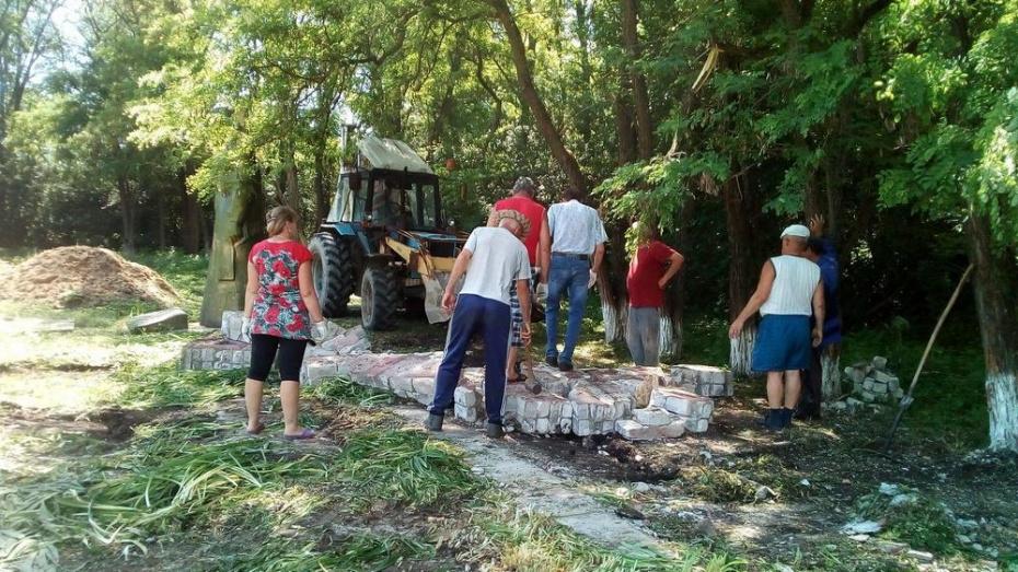 В петропавловском селе Фоменково отремонтируют мемориал погибшим в годы ВОВ односельчанам