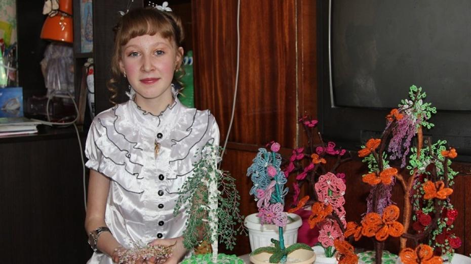 Тяжело больная девочка  из Новохоперского района каждый день создает все новые деревья
