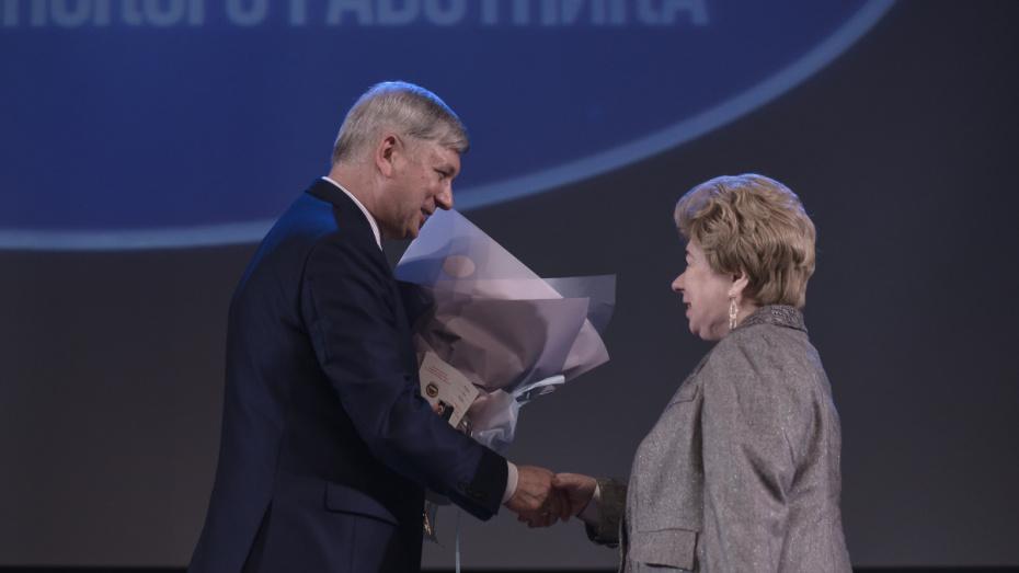 Глава Воронежской области и сенатор наградили лучших медработников региона