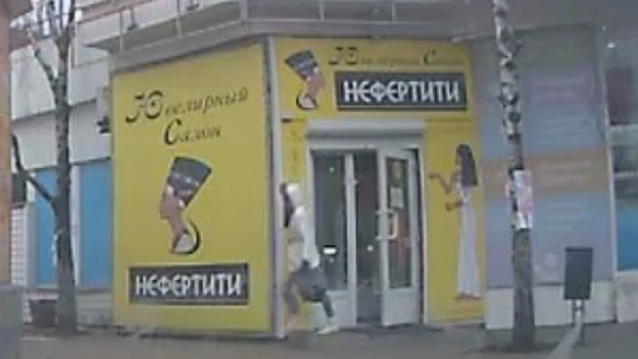 Полиция: один из налетчиков на ювелирный салон в Воронеже – предположительно мужчина в женской одежде