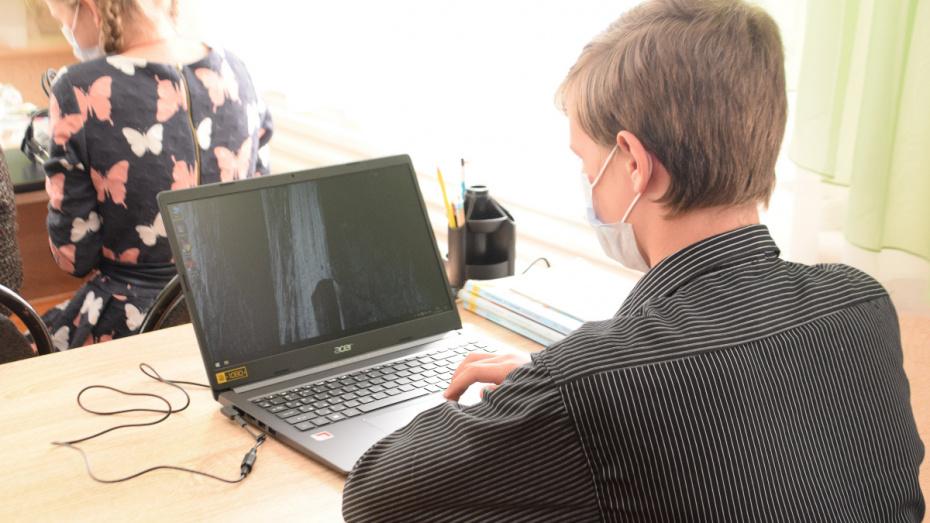 Воспитанники детского реабилитационного центра в Воронежской области получили ноутбуки